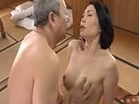 【ヘンリー塚本】四十路の巨乳な色白熟女が「オマンコが見たい!!」と言われて、爺さんと激エロセックスしちゃう<清瀬文香>(*´Д`*)ハァハァ