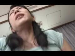 【柳留美子】48歳のムッチリJカップ爆乳熟女妻が乳離れできない息子と近親相姦!おマンコをいじくり回された後にパイズリしてハメまくられちゃう♪