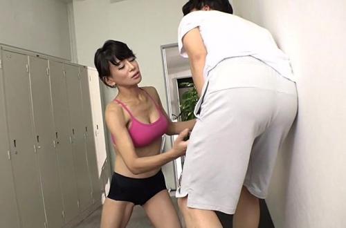【北島玲】女子更衣室にウッカリ入ってしまい、ドS美魔女のヨガの先生が激しい蹴りでブチ切れ!