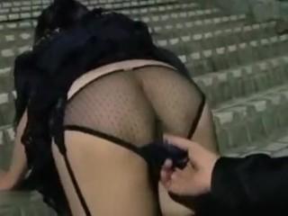 【個人撮影】セフレにした職場の子持ちのパート人妻にセクシー下着を履かせて公園に呼び出して尻穴とマンコを開発されちゃうドM熟女!